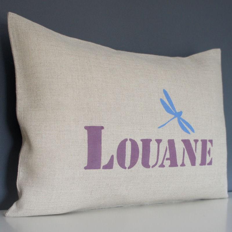 coussin personnalis en lin avec un pr nom et un motif libellule. Black Bedroom Furniture Sets. Home Design Ideas
