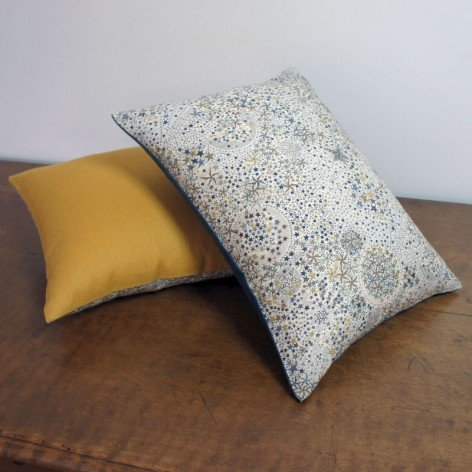 Coussin Liberty et lin moutarde