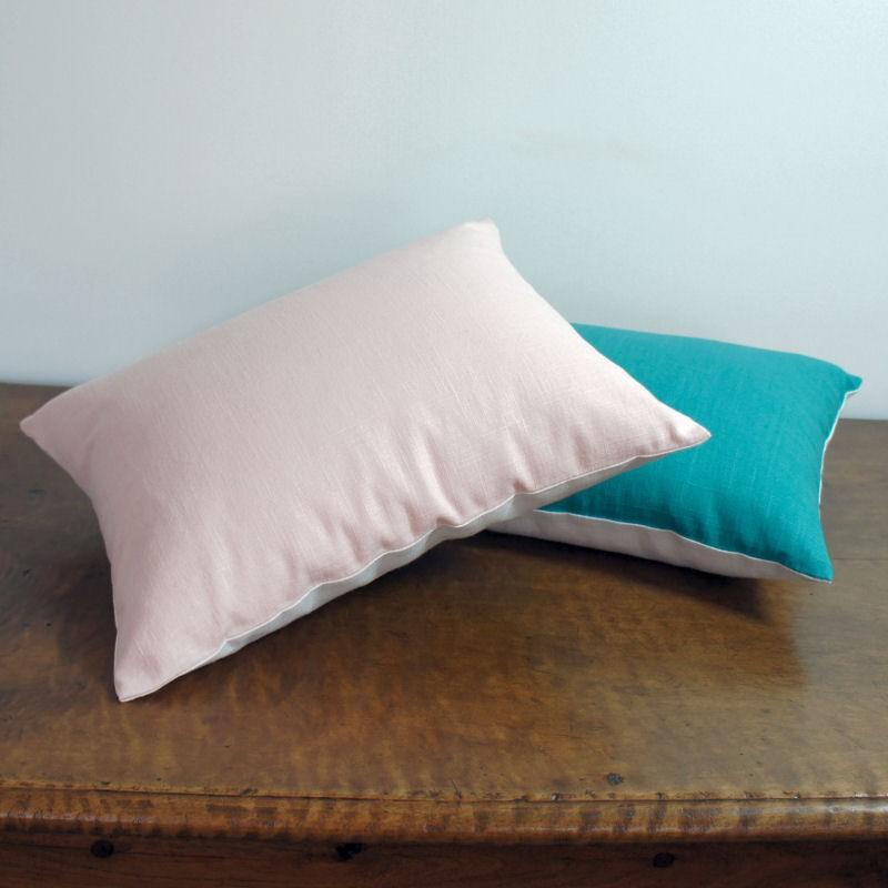 coussin d coratif en lin rose p le et lin blanc. Black Bedroom Furniture Sets. Home Design Ideas
