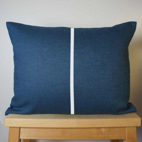 Coussin en lin bleu rayure blanche