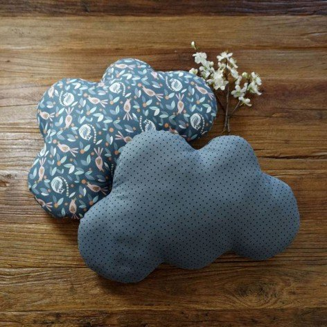 Coussin nuage gris pois noirs chambre bébé enfant