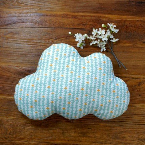 Coussin nuage - motif triangles