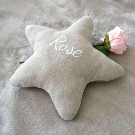 Coussin étoile personnalisé en lin naturel