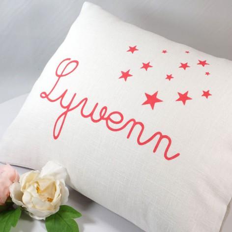 Coussin prénom en lin blanc, personnalisation rose fuchsia