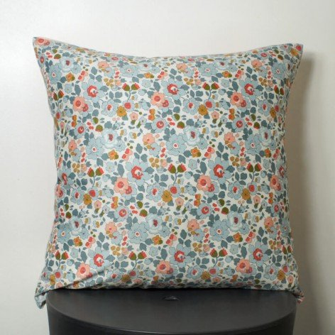 coussin liberty betsy lin rose 40x40