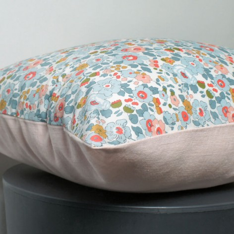 coussin liberty betsy chambre fille lin rose 40x40